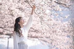 「雪の華」より、中条あやみ演じる平井美雪。