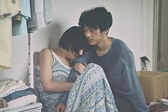 「友罪」より、夏帆演じる藤沢美代子(左)と、瑛太演じる鈴木秀人(右)。