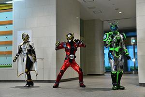 「仮面ライダー 令和 ザ・ファースト・ジェネレーション」より。左から仮面ライダーツクヨミ、仮面ライダーゲイツ、仮面ライダーウォズ。