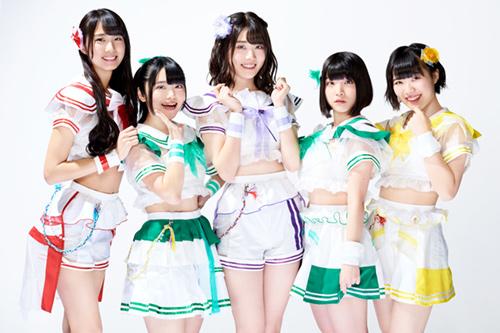 左から清水理子、岡田彩夢、鶴見萌、根本凪、的場華鈴。