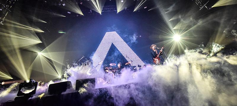 "「ACIDMAN LIVE TOUR""Λ""」武道館公演の様子。(Photo by AZUSA TAKADA)"
