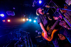 "hamaken(Vo, G)(Photo by Takashi ""TAKA"" Konuma)"