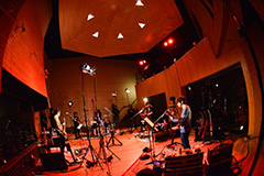 ASIAN KUNG-FU GENERATIONスタジオライブレコーディングの様子。(Photo by AZUSA TAKADA)