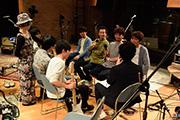 The daybreakerと対談するASIAN KUNG-FU GENERATION。(Photo by AZUSA TAKADA)