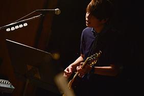 喜多建介(G, Vo)(Photo by AZUSA TAKADA)