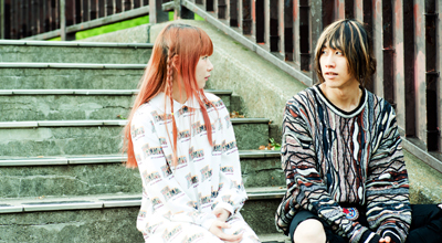 左からmick(Vo, G, Piano / Amelie)、渋谷龍太(Vo / SUPER BEAVER)。