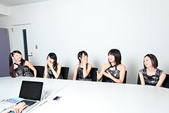左から大矢梨華子、傳谷英里香、林愛夏、高見奈央、渡邊璃生