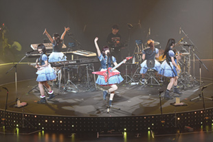 「BanG Dream! 4th☆LIVE Miracle PARTY 2017! at 日本武道館」の様子。