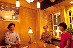 左から梶原徳行、佐野史郎、南壽あさ子。