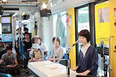 「BEATRAM MUSIC FESTIVAL 2014」のトラムステージで演奏する南壽あさ子。