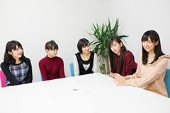 左から金澤朋子、高木紗友希、宮本佳林、植村あかり、宮崎由加。