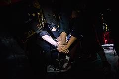 "「BUMP OF CHICKEN ""WILLPOLIS 2014"" 劇場版」のライブドキュメンタリーパートのワンシーン。(c)TOY'S FACTORY / LONGFELLOW"