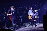 福岡 ヤフオク!ドーム公演の様子。