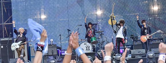 "「BUMP OF CHICKEN STADIUM TOUR 2016 ""BFLY""」日産スタジアム公演の様子。"