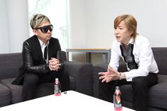 左から☆Taku Takahashi、小室哲哉。