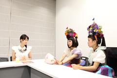 左から松井玲奈、もも、小春。