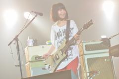 「NANO-MUGEN FES.2012」出演時の橋本絵莉子(PHOTO BY KAZUMICHI KOKEI)。