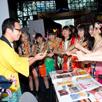 「NEW YORK COMIC CON Live」で日本ブースを訪問するCheeky Parade。
