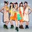 「CBGB」前夜祭で記念撮影する溝呂木世蘭、永井日菜、関根優那、島崎莉乃、小鷹狩百花。
