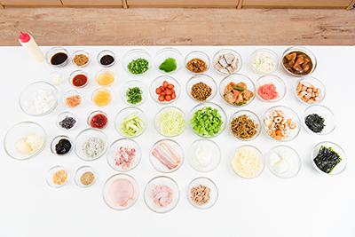 アレンジレシピのために用意された20種類以上の具材。