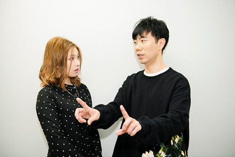 左からZAQ、藤井隆。