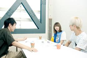左から須賀健太、岸野里香(Vo)、永見和也(B)。