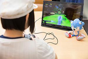 「ソニックフォース」をプレイする悠木碧。