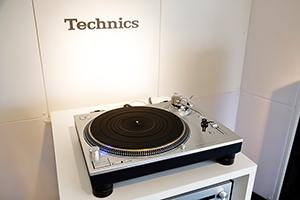 「Technics Sound Trailer」内の様子。