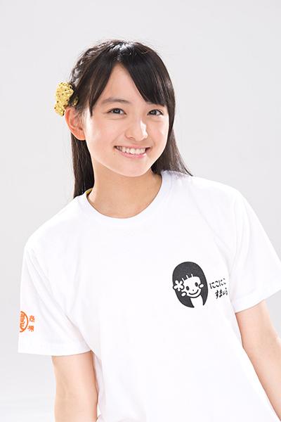 デザインTシャツを着た清井咲希