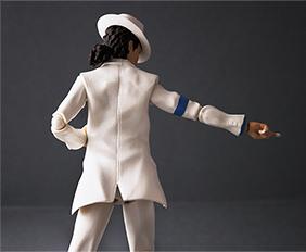マイケルのトレードマークである帽子のほか、付属品として交換用手首が多数付属する。