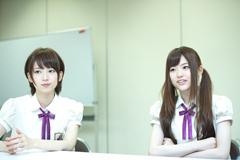 左から橋本奈々未、松村沙友理。
