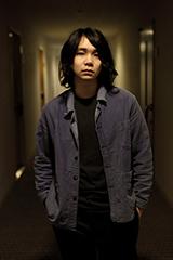 尾崎雄貴(Vo, G)