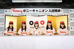 2014年12月に東京・ポニーキャニオン社内で行われたメジャーデビュー会見の様子。