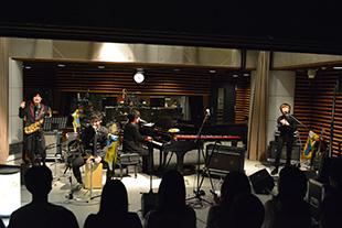 Official髭男dism(写真提供:TOKYO FM)