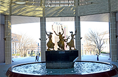 日本工学院ミュージックカレッジ 八王子キャンパスの中央にある噴水。