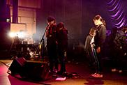 中音を確認するコンサートPAコースの学生。