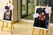 企画コースによるアーティストグッズプレゼントの展示。