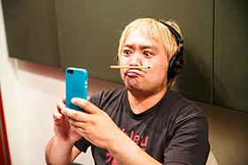松尾清憲 with VelvetTeaSetsのアルバム「ThisTinyWorld」レコーディング中のひとコマ。(撮影:杉山テツヤ)