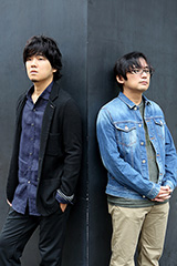 左から秦 基博、花沢健吾。