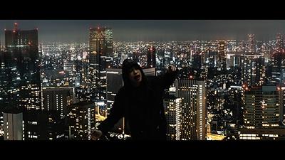 「BELIEVING IN MYSELF」のミュージックビデオのワンシーン。