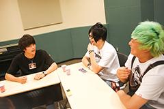左から小林'KICHIKU'辰也(Vo, B / BACK LIFT)、とも(Vo / ヒステリックパニック)、Tack朗(G, Vo / ヒステリックパニック)。