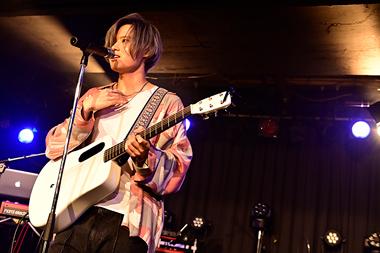 「1st One-Man Live 『Departure』」より。(Photo by Makiko Takada)