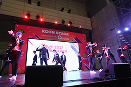 「KCON 2017 JAPAN」コンベンションエリア Apeaceのステージの様子。