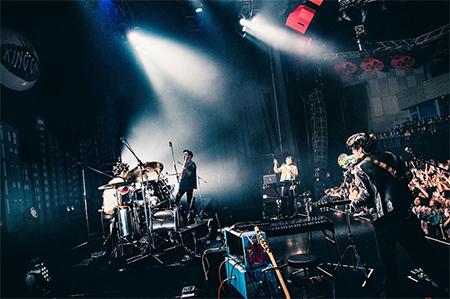 "「King Gnu One-Man Live Tour 2019 ""Sympa""」東京・新木場STUDIO COAST公演の様子。"