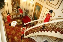写真はアルバム収録曲「もえつきたいの」ビデオクリップ制作時のひとコマ。撮影は川崎の老舗ラブホテルを舞台に行われた。