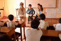 倉木麻衣がカンボジアを訪れたときの様子。