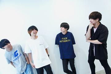 左から浜口飛雄也(Vo, G / moon drop)、山本響(B, Vo / Maki)、末武竜之介(G, Vo / KUZIRA)、池田篤(Vo, G / ニアフレンズ)。