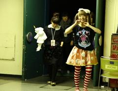 日本武道館バックステージドキュメンタリー内のワンシーン。