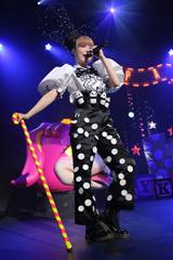 2012年7月2日に東京・SHIBUYA-AXで行われた「ぱみゅぱみゅレボリューションツアー」の最終公演の模様。
