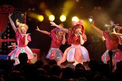 2012年2月25日に東京・渋谷CLUB QUATTROで行われた「もしもしクアトロ」の模様。